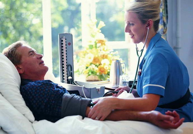 Поднимается температура при инсульте: причины повышения и последствия