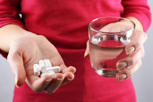 Слизь в моче: возможные причины, сопутствующие симптомы, лечение и профилактика