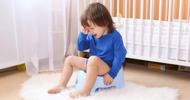 Темный цвет мочи у ребенка — причины, чем это опасно и что делать