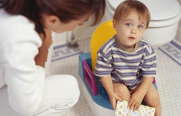 Моча с кровью у ребенка — причины, чем это опасно и что делать