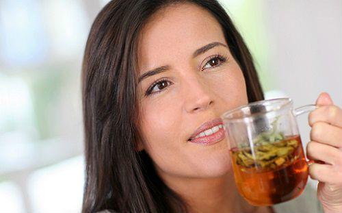 Диета при цистите - что можно и чего нельзя есть, обильное питьё - молоко, кефир, вода.
