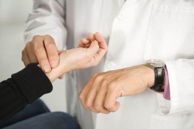 Пульс — Это колебания стенок артерий, таблица и характеристика нормы пульса, советы кардиолога