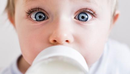Аллергия на молоко у ребенка: симптомы и способы лечения