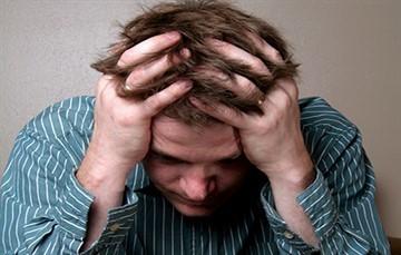 Резь и неприятные ощущения в мочеиспускательном канале у мужчин: причины, и что делать