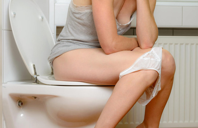 Можно ли сдавать мочу при месячных: влияние менструации, правила сбора